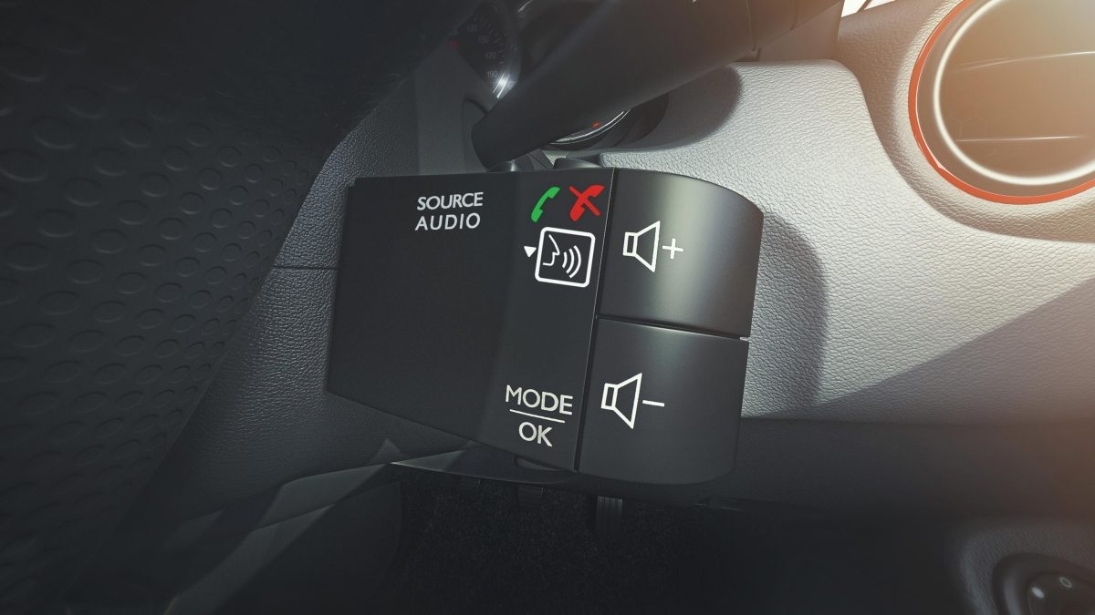 new-duster-Steering-mounted-control-v2.ximg.l_12_m.smart